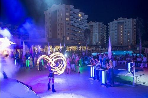 امکانات تفریحی در هتل رامادا ریزورت لارا (برنامه های شبانه)
