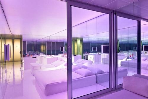 امکانات اقامتی هتل آدم و حوا (تنظیم نور اتاق ها)