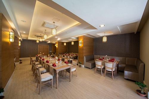 رستوران های هتل رامادا ریزورت لارا (رستوران آسیایی Fish Inn Restaurant)