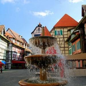 دهکده فرانسوی ها (میدان مرکزی)
