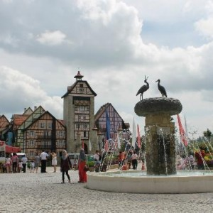 دهکده فرانسوی ها (میدان ورودی)