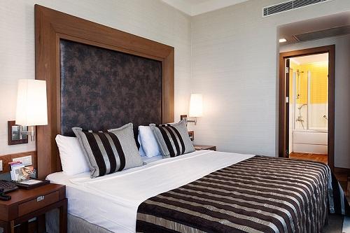 هتل ریکسوس سان گیت آنتالیا (اتاق استاندارد با منظرۀ دریا)