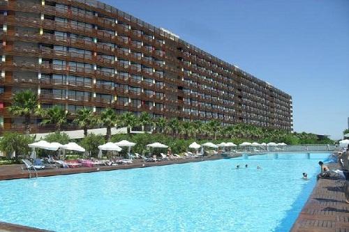استخر های هتل کروانسرای لارا آنتالیا (استخر اصلی)