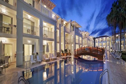 استخر های هتل بلیس دلوکس بلک آنتالیا (استخر ویلاها)
