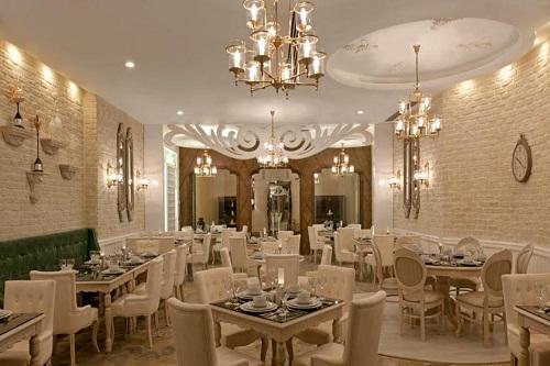 رستوران یونانی Helen Restaurant هتل دلفین امپریال