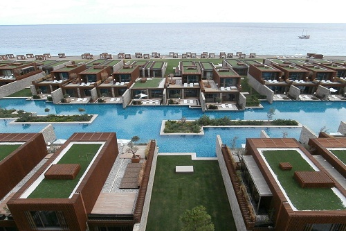 استخر سوئیت های Maxx Laguna Dubleks Suite در هتل مکس رویال کمر آنتالیا