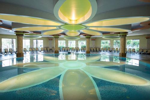 استخر سرپوشیده هتل رویال وینگز آنتالیا