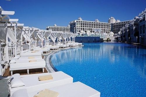 استخر اصلی هتل تایتانیک دلوکس آنتالیا