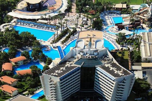 استخر های هتل تایتانیک بیچ لارا آنتالیا Titanic Beach Lara