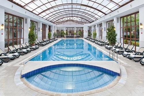 استخر سرپوشیده هتل وو کرملین