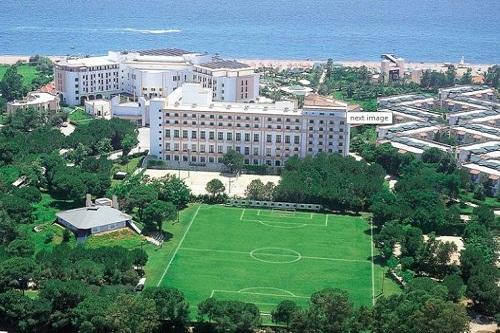 زمین چمن فوتبال هتل تایتانیک دلوکس آنتالیا