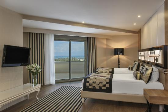 اتاق خانواده (Family Room) هتل دلفین امپریال
