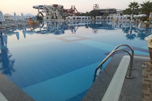 استخر اصلی هتل دلفین امپریال