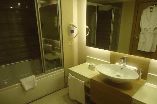 اتاق های سه نفره استاندارد هتل دلفین امپریال