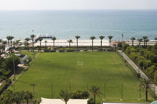 زمین چمن فوتبال هتل تایتانیک بیچ لارا آنتالیا