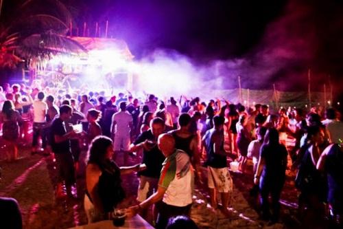 اجرای برنامه ها و کنسرت های شبانه در هتل مکس رویال کمر آنتالیا