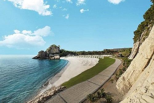 راه بین دو بخش ساحل اختصاصی هتل مکس رویال کمر آنتالیا