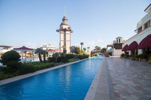 استخر رودخانه هتل مردان پالاس آنتالیا