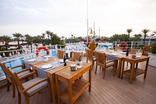 رستوران ترکی Hasır Restaurant هتل تایتانیک بیچ لارا آنتالیا