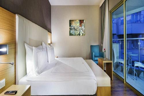 سالن ماساژ هتل بلیس دلوکس بلک آنتالیا (اتاق های خانوادگی Camelia Superior)