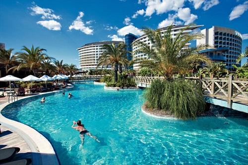 استخر اصلی هتل رویال وینگز آنتالیا