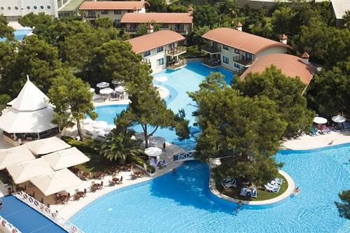 استخر اصلی هتل تایتانیک بیچ لارا آنتالیا
