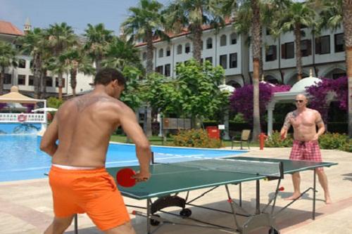 میز پینگ پنگ در هتل 5 ستاره وو توپکاپی آنتالیا