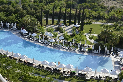 استخر هتل باروت لارا