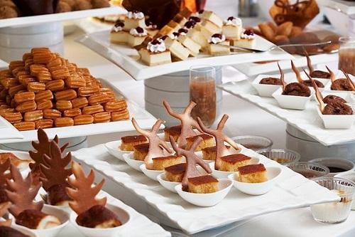 بخش شیرینیجات رستوران اصلی هتل پورتوبلو