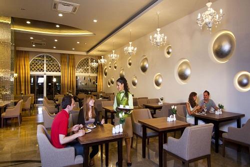 رستوران دریایی Deep Blue Restaurant در هتل رویال هالیدی آنتالیا