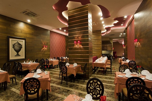 رستوران ترکی Lal Restaurant در هتل رویال هالیدی آنتالیا