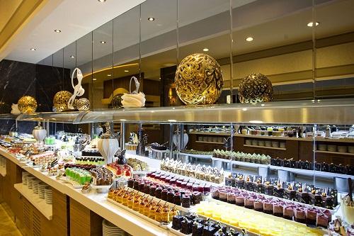 بخش شیرینیجات رستوران اصلی هتل رویال هالیدی آنتالیا