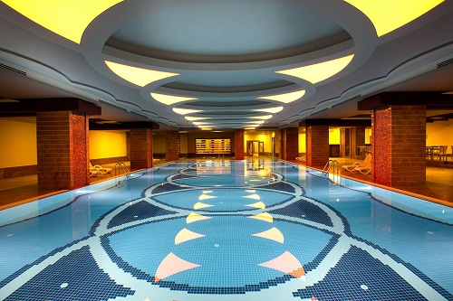 استخر سرپوشیده هتل رویال هالیدی پالاس