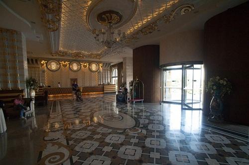 ورودی لابی هتل رویال هالیدی پالاس