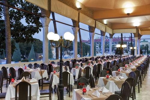 فضای تابستانی رستوران اصلی هتل توپکاپی آنتالیا
