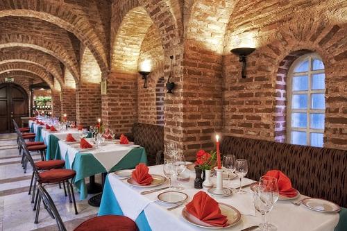 رستوران ایتالیایی La Gondola Restaurant در هتل توپکاپی آنتالیا
