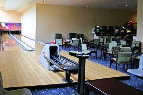 بولینگ در سالن بازی هتل 5 ستاره گرند رینگ آنتالیا
