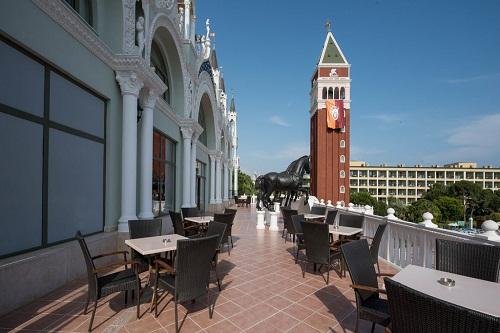 فضای تابستانی رستوران اصلی هتل 5 ستاره ونیزیا پالاس آنتالیا