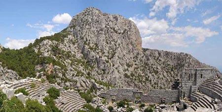 جاذبه های آنتالیا : جاذبه ی تاریخی Termessos در فاصله ی 34 کیلومتری از شمال غربی آنتالیا قرار دارد