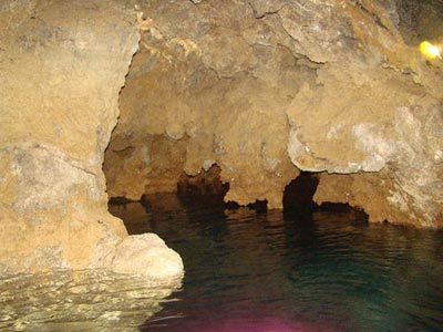 غار علیصدر از جمله غارهای دیدنی، بزرگترین و مهمترین غار آبی جهان است