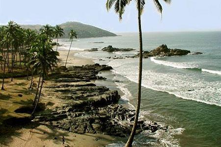 سواحلی آرام با مراکز تفریحی و امکانات مطلوب گردشگری، گردشکران را تشویق می کند به گوا سفر کنند
