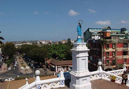 از معماری خانه ها و معابد شهر گوا گرفته تا فرهنگ های مردم همه از فرهنگ پرتغالی های تاثیر پذیرفته