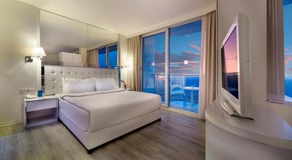 هتل لی بلو