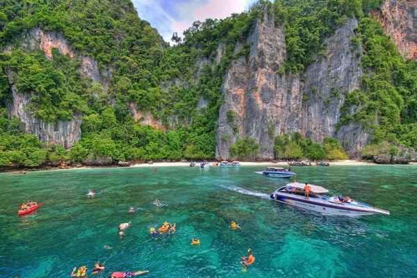 بسته شدن سه جزیره دیگر در تایلند
