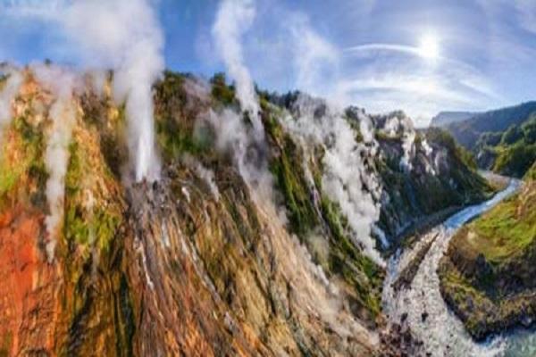 دره آب فشانها از عجایب هفتگانه روسیه
