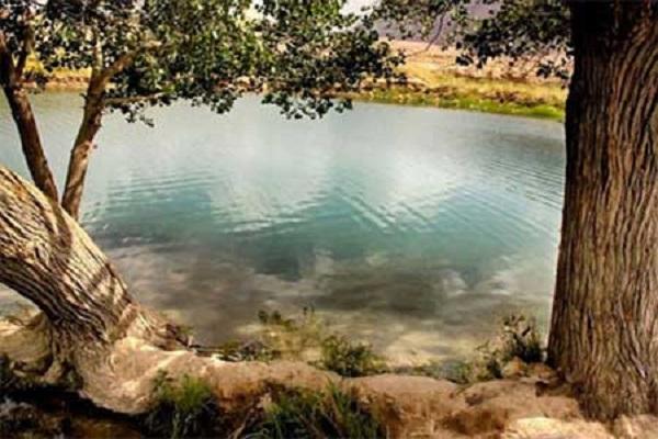 دریاچه غربال بیز در ناحیه ای خوش آب و هوا و خوش منظره بین شهر مهریز و یزد قرار دارد.