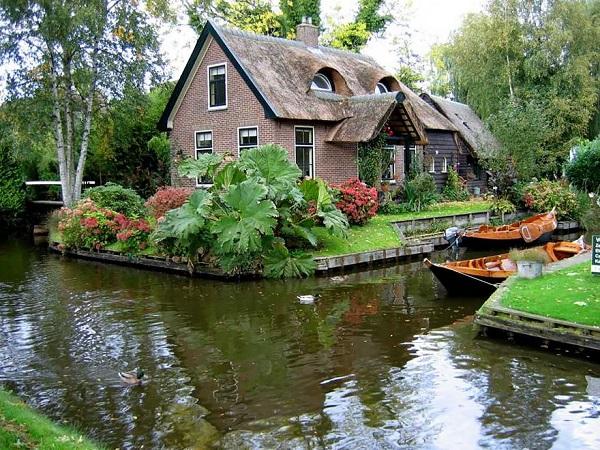 ونیز هلند، تنها روستای دنیا که هیچ جاده ای ندارد