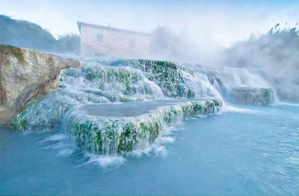 چشمههای آبگرم ساتورنیا، ایتالیا