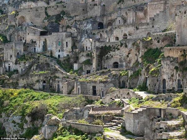 غارهای مسکونی 9000 ساله در ایتالیا