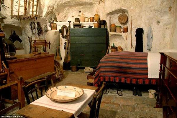 غار مسکونی در ایتالیا